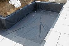 Rectangular pond with vertical sides fitted with a box-welded pond liner